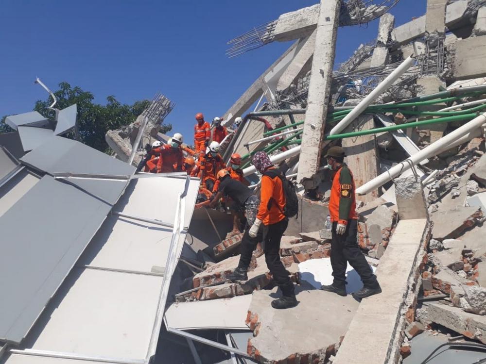 Endonezya'daki deprem: Ölü sayısı bin 203'e yükseldi galerisi resim 1