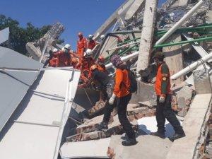 Endonezya'daki deprem: Ölü sayısı bin 203'e yükseldi