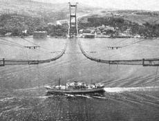 Boğaziçi Köprüsü 36 yıl önce böyle kuruldu.