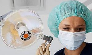 Göz doktoru yoktu, kadın doğumcu ameliyat etti!
