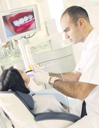 Lazer yöntemiyle dişçi fobiniz tarihe karışacak!