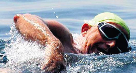 By-pass'tan çıktı, 75 yaşında Marmara'yı yüzerek geçti!