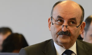 Bakan Müezzinoğlu, Akdağ'ın ekibini dağıtıyor