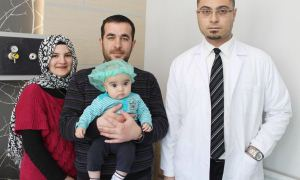 5 aylık bebeğin kafatası kemiklerine yeniden şekil verildi