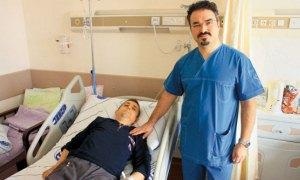 Tek ameliyatla 18 yıllık kamburluktan kurtuldu