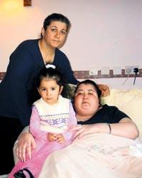 'İngiliz hastanelerinde kızımı yatalak bıraktılar'