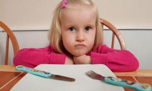 Yemek yemeden duramıyor!