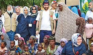 Türk doktorları Nijer'e ışık oldu