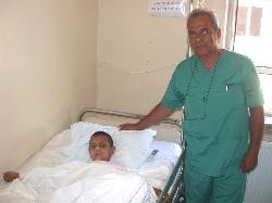 Gaziantep Yanık Tedavi Merkezi doktorları, iyileşen hastaları ile moral buluyor