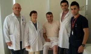 Üç ekip bir oldu, hemofili hastasına diz protezi taktı