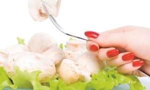 Bakanlıktan uyarı: Ojeli parmaklarla yemek yapmayın