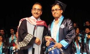 Okulun güvenlik görevlisi olarak çalışırken doktor oldu