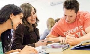 Eğitim süresi uzadıkça miyop riski de artıyor