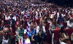 Bakan Müezzinoğlu'na alkışlı protesto