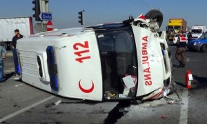 Konya'da ambulans devrildi: 1'i ağır 3 yaralı