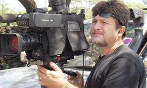 Acilden çevrilen kameraman öldü!