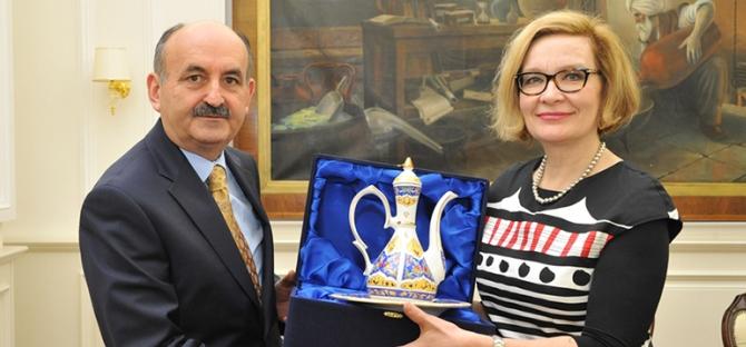 Finlandiya sağlık bakanı Müezzinoğlu'nu ziyaret etti!