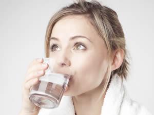 İşte az su içmenin yol açtığı 11 rahatsızlık!