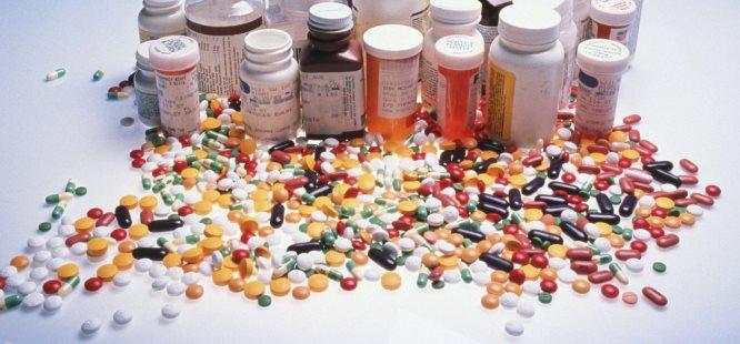 """Evlerde """"16 milyon kutu ilaç"""" tedbir amaçlı bekliyor"""
