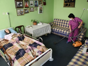 Yatağa bağımlı hastalara 'evde berber hizmeti'