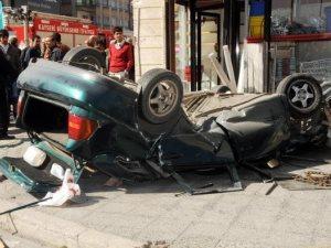 Erkek hemşire trafik kazası kurbanı oldu!
