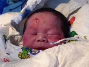 Hamile kadına doğuma giderken TIR çarptı, bebeği fırladı!
