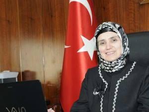 Türkiye'nin ilk tıbbiyeli başörtülü rektörü