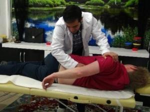 Manuel terapi için Diyarbakır'a geldi