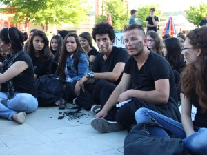 Üniversite öğrencileri maden işçileri için vicdan nöbeti tuttu