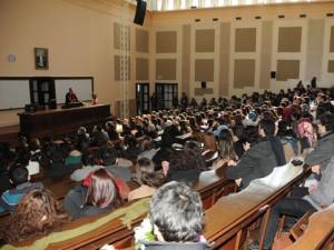 Temel bilimleri seçen lisans öğrencilerine 2 bin lira burs
