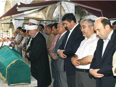 Prof. Asaf Ataseven dualarla uğurlandı