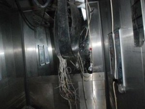 Hastane asansörü 3 kat düştü: 2 yaralı