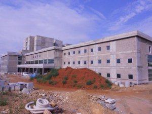 Kozan Devlet Hastanesi yeni binası yıl sonunda hizmete açılacak