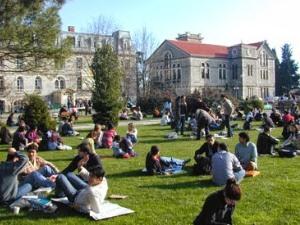 Devlet üniversiteleri haber oldu, özel üniversiteler reklam verdi