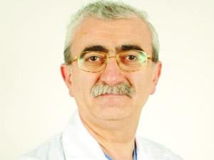 Günde 3 paket sigara içen, ünlü cerrah Atilla Kayıhan'ı, rakibi cerrah Bingür Sönmez ameliyat etti