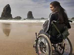 Şehit ailesinin tek isteği engelli kızlarına 'iş'