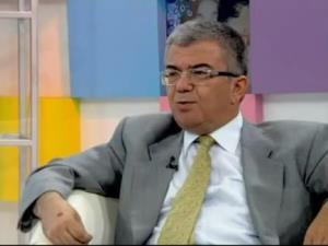 """Prof. Dr. Ahmet Rasim Küçükusta: """"Sağlıklı olmak için günde 2 öğün beslenin"""""""