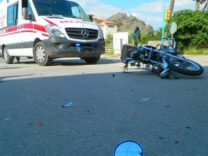 Osmancık'ta motosiklet ile otomobil çarpıştı