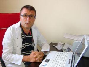Antibiyotik yazmayan doktoru darp etti