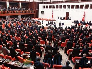 Görevdeki 400 milletvekili aynı zamanda emekli maaşı alıyor!