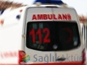 Kamyonet ambulansa çarptı: 3 yaralı