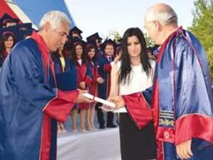 56 yaşında tıp diplomasını sınıf arkadaşının elinden aldı