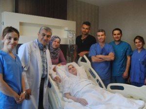 80 yaşındaki hastaya uyutulmadan safra kesesi ameliyatı yapıldı