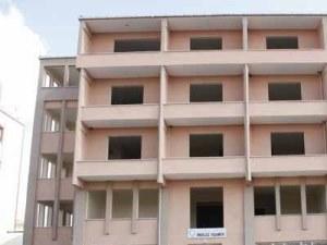 12 yıldır çürümeye terk edilen hastane binasının yanına yenisi yapıldı