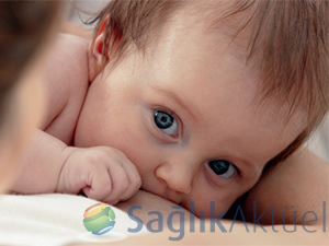 Evlat edindiği bebeği sütüyle büyüttü