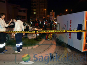 Ambulansla otomobil çarpıştı: 12 yaralı
