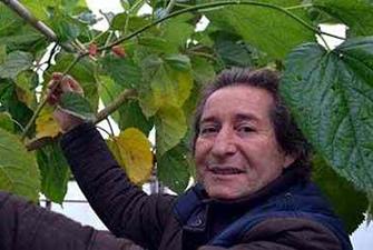 Doktorun hobi bahçesinde 60 çeşit meyve yetişiyor