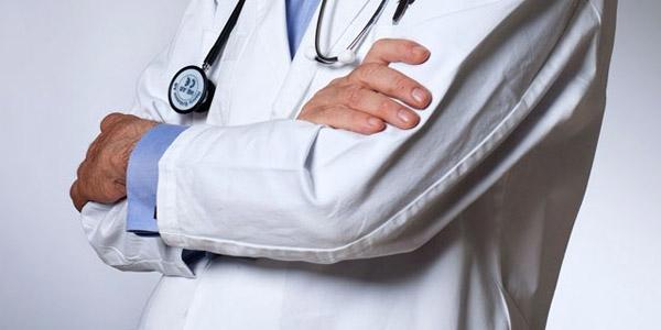 Hasta yakınları doktoru darp etti