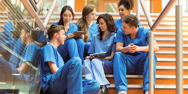 2023'te hekimlikte 5 bin, hemşirelikte ise 6 bin kişi fazla olacak