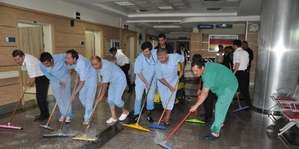 Yeni yapılan hastaneyi su bastı